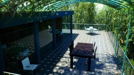 Outdoor-lobby